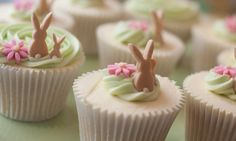 Bunny cakes ~ @Brandi  - Tweedle Dee Designs these would be so cute with your Easter Bunny collection!