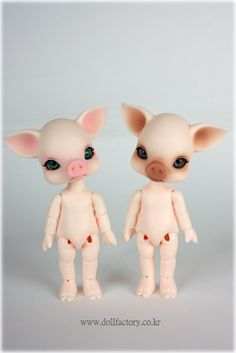 I bought a pink Kiki a long time ago, to go in the dollhouse bakery I haven't finished yet. She still doesn't even have any clothes on.