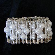 Safety pin stretch bracelet