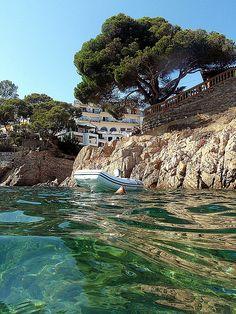 Platja de Fornells - Aiguablava / Playa de Fornells - Aiguablava / Fornells - Aiguablava beach by Jordi Brió, via Flickr Costa Brava. Catalonia www.finquesballesta.com #finquesballesta #lescala #immolescala