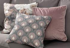Kolekcia látok Gardenia - nádherná novinka v našej ponuke. #kvety#metraz#latky#tkaniny#novinka#obyvacka#zavesy#vankuse Velvet, Throw Pillows, Fabric, Collection, Interior Design, Home Decor, Stylish, Flowers, Asylum