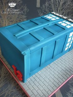 Dr Who Tardis cake by The Designer Cake Company, via Flickr