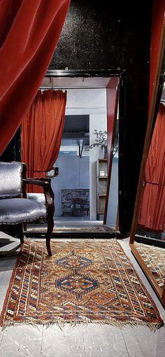 Just like acters dress room. Old M, Weeding, Dressing Room, Vintage Furniture, Oversized Mirror, Vintage Fashion, Dresses, Decor, Style