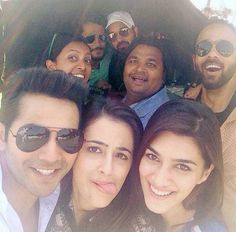 Check out! Varun Dhawan, Kriti Sanon, Nupur Sanon and Rohit Shetty click a selfie on the sets of 'Dilwale' in hyderabad