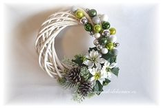 Vánoční věnec na dveře - zelený New Years Decorations, Christmas Decorations, Holiday Decor, Christmas Wreaths To Make, Christmas Projects, Gift Packaging, Grapevine Wreath, Plant Hanger, Creative