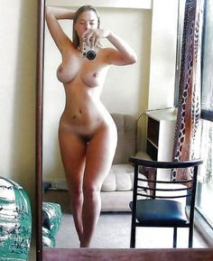 busty hour glass figure selfie