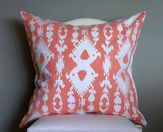 The pillow is impressive, but what I really love is the instructions on making your own ikat fabric. Genius!
