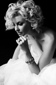 ☆ Black -Ƹ̵- White Photography By :→: Russell James ☆