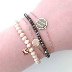 Nieuw setje Armbandjes: - Cherish armbandje met groen steentje - Cherish armbandje met wit steentje - facet armbandje olijf groen - facet armbandje wit met hartjes bedeltje  De armbandjes worden mooi ingepakt op een quote kaartje. Zo is het een super leuk cadeautje om te geven of krijgen, of om jezelf eens lekker te verwennen! En dat voor maar €34,95  #bracelets #armbanden #armbandjes #armbandjesset #leukcadeau #sinterklaastip #kersttip #schoencadeau #cadeauvoorhaar #giftforher #giftbox