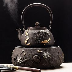 Shop Fish Lotus Cast Iron Teapot With Induction Cooker Here. It Is Extremely Affordable And Highly Practical For Enjoying A Cup Of Aromatic Tea. Tee Set, Tea Culture, Teapots And Cups, Chinese Tea, Brewing Tea, My Cup Of Tea, Tea Ceremony, Artisanal, High Tea