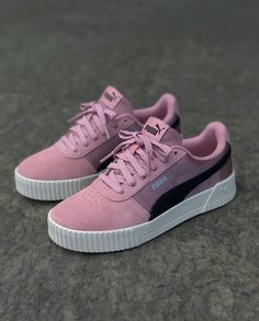 Discover recipes, home ideas, style inspiration and other ideas to try. Zapatillas Nike Sb, Pumas Shoes, Shoes Sneakers, Sneakers Fashion, Fashion Shoes, Comfortable Work Shoes, Expensive Shoes, Adidas Shoes Women, Hype Shoes