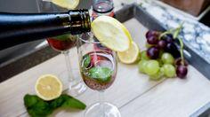 Hugo war gestern, heute gibt'sFriya Spritz Rose Cherry– 'cause it's Fri(ya)day. #friya #drink #prosecco