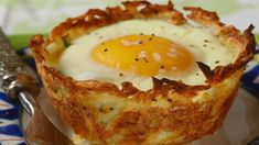 Hash brown BREAKFAST cups filled with ham, vegetables, cheese, and a perfectly cooked egg. With Demo Video Breakfast And Brunch, Breakfast Muffins, Hashbrown Breakfast, Breakfast Skillet, Breakfast Casserole, Brunch Dishes, Brunch Recipes, Airfryer Breakfast Recipes, Hash Brown Egg Cups