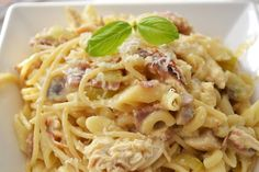 Pasta Carbonara, ooooohh nomnomnommm. Bij de Italiaan, bij Julia's op het station, thuis, uit een potje.. het maakt mij allemaal niet uit, ik ben gék op pasta carbonara. Er is alleen één klein 'nadeel' en dat is dat deze pasta vaak niet enorm goed gevuld is. Hoogste tijd om daar verandering in te brengen en daarom maakte …