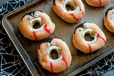 Grab a dozen glazed doughnuts and some vampire teeth for the funniest Halloween treat ever You can totally turn doughnuts into creepy, no-bake vampire treats Entree Halloween, Halloween Party Appetizers, Appetizers For Kids, Halloween Treats For Kids, Halloween Goodies, Halloween Desserts, Halloween Decorations, Outdoor Decorations, Party Desserts