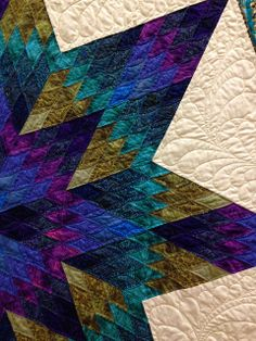 detail of quilting, Star Sapphire by Monica Mottolese. Design by Jinny Beyer. Empire Quilt Festival photo by Upstate NY Creations-love the color combo Longarm Quilting, Free Motion Quilting, Machine Quilting, Quilting Projects, Quilting Designs, Quilting Ideas, Lone Star Quilt Pattern, Star Quilt Patterns, Star Quilts