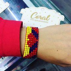 Bead Loom Bracelets, Loom Beading, Bead Patterns, Friendship Bracelets, Coral, Instagram, Loom Bracelets, Beaded Bracelets, Stud Earrings