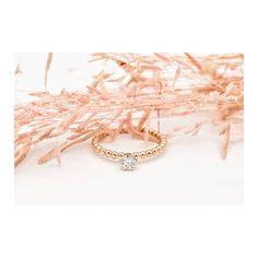 ENGAGEMENT TIME // Dieser schöne Brillant kommt mit den Rosegold Bubbles besonders gut zur Geltung und funkelt jetzt auf einem hübschen… Handcrafted Jewelry, Handmade, Wedding Bands, Gold, Pendants, Engagement Rings, Bracelets, Earrings, Nice Asses