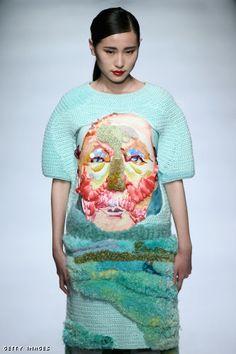 El continente asiático tiene mucho que decir en materia de moda en la que los protagonistas fueron los outfits estrafalarios!!