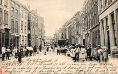 Een drukke Breestraat in Leiden rond 1900.