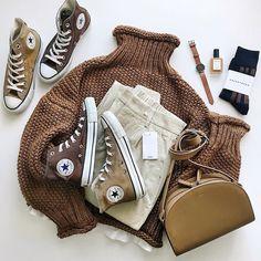 一年中履きたいコンバースの人気カラーコーデ13連発 Simple Style, My Style, Capsule Outfits, Converse Style, Minimalist Fashion, Streetwear Fashion, Autumn Winter Fashion, Korean Fashion, High Top Sneakers