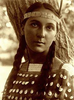 Lucille, Dakota Sioux, by Edward S. Curtis, 1907