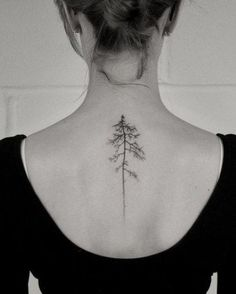 Botanical tattoos are full of symbolism. Trees, flowers, butterflies, there are many ideas. Click to discover them.
