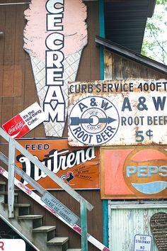 I want to MAKE a vintage-look ice cream sign.  I love this actual vintage one.