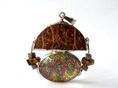 bunter Materialmix - Anhänger in Form eines Rundhauses  gebaut für die Aktion Kunstraub Nr.6, die *traditionelle afrikanische Hauskunst* zum Them...