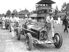 """Tazio Nuvolari su Alfa Tipo B detta """"P3"""" al Gran Premio di Monza. 1932"""
