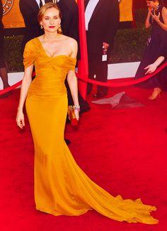 The dress! The color! Ekk! I LOVE IT!