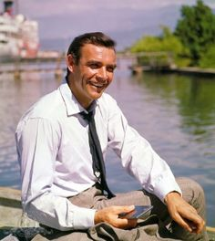 The early James Bond movies are known for their futuristic technical gadgets. In this scene from Dr. No actor Sean Connery can be seen holding a smartphone Sean Connery James Bond, Style James Bond, James Bond Movies, Hits Movie, Bond Girls, Alec Baldwin, Humphrey Bogart, The Villain, Movies