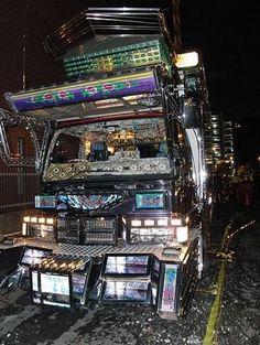 ギラギラ光るデコトラ Weird And Wonderful, Custom Trucks, Jukebox, Japanese, Vehicles, Japanese Language, Car, Vehicle, Tools