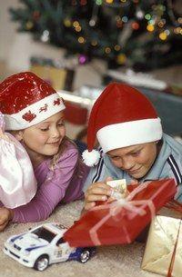 Noël dans les familles recomposées - Deux mariages sur quatre finissent par un divorce... et lorsque les parents séparés retrouvent l'âme soeur, les familles se recomposent. Pas toujours simple de faire face aux problèmes de la vie quotidienne...