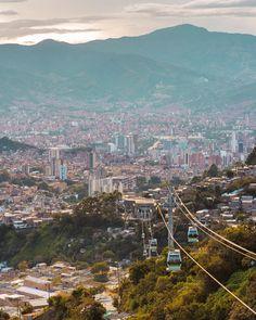 """𝔸𝕟𝕕𝕣𝕤𝕤ℕ𝕒𝕧𝕒𝕝𝕖𝕤 on Instagram: """"Que gran vista del centro y parte de occidente de Medellín 👁🇨🇴 > 📍La Sierra es un barrio de la comuna 8, zona centro-este. . Andrssnavales…"""" Cali Colombia, Sierra, My Happy Place, Dream Life, Places Ive Been, Chile, Paris Skyline, City Photo, Vacation"""