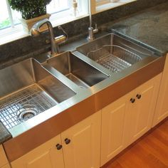 Interesting symmetrical sink design for a larger kitchen. The small middle sink . - Interesting symmetrical sink design for a larger kitchen. The small middle sink has the garbage dis - Traditional Kitchen Sinks, Large Kitchen Sinks, Composite Kitchen Sinks, Kitchen Sink Design, Farmhouse Sink Kitchen, Kitchen Sink Faucets, Modern Farmhouse Kitchens, New Kitchen, Home Kitchens