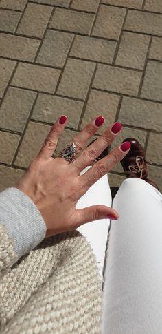 Manichiura - We Beauty Engagement Rings, Nails, Beauty, Jewelry, Rings For Engagement, Beleza, Jewellery Making, Wedding Rings, Ongles