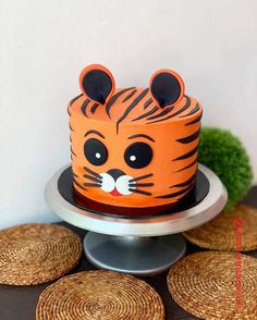 50 Most Beautiful looking Tiger Cake Design that you can make or get it made on the coming birthday. Baby Birthday Cakes, Baby Boy 1st Birthday, Cat Birthday, 2 Year Old Birthday Cake, Cake Designs For Kids, Cake Designs Images, Cake Decorating Designs, Cheetah Cakes, Tiger Cake
