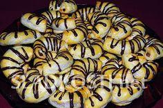 Tvarohové rohlíčky s ořechovou nádivkou dia Sweet Recipes, Cookies, Meat, Chicken, Desserts, Food, Fine Dining, Crack Crackers, Tailgate Desserts