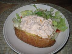 Uuniperunat täytteellä Baked Potato, Potatoes, Baking, Ethnic Recipes, Food, Red Peppers, Potato, Bakken, Essen