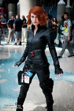 Black widow cosplayer with jiggly booty