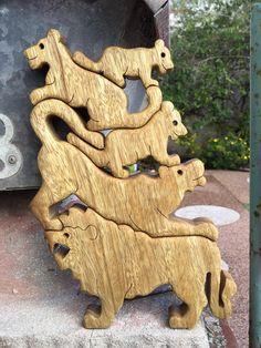 De Leeuw toren afweging spel. houten 5 Lions speelgoed. Ideaal voor de decoratie. Het spel is simpel maar uitdagend. Met behulp van je fantasie, maken verschillende torens met behulp van alle vijf leeuwen. Hier kun je honderden verschillende torens. Deze 5 Leeuw spel is geweldig voor de