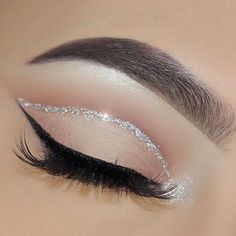 50 Flawless Silver Eye Makeup Looks You Need To Try Loading. 50 Flawless Silver Eye Makeup Looks You Need To Try Makeup Eye Looks, Eye Makeup Art, Skin Makeup, Eyeshadow Makeup, Cut Crease Makeup, White Eyeliner Makeup, Prom Eye Makeup, Cut Crease Eyeshadow, Makeup Looks
