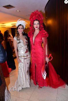 A cantora Vanessa da Mata apostou em look vermelho para o Baile da Vogue, nesta quinta-feira, 28 de janeiro de 2016