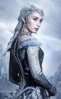 Emily Blunt como Freya (la reina del hielo ) Las crónicas de Blancanieves: El cazador y la reina del hielo (2016)