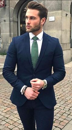 One great thing about men's fashion is that while most trends come and go, men's wear remains stylish and classy. However, for you to remain stylish, there are men's fashion tips you need to observe. Best Mens Fashion, Mens Fashion Suits, Mens Suits, Gentleman Mode, Gentleman Style, Gentleman Haircut, Rugged Style, Outfit Hombre Formal, Terno Slim