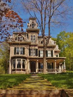 Mt Kisco NY Victorian - Claudia Roettinger - Mt Kisco NY Victorian Beautiful Second Empire style victorian in Mount Kisco, NY. Second Empire style has a high mansard roof and is inspired by the architecture in Paris during the reign of Napoleon III. Beautiful Buildings, Beautiful Homes, Victorian Style Homes, Victorian Houses, Victorian Decor, Victorian Gothic, Mansard Roof, Victorian Architecture, House Architecture