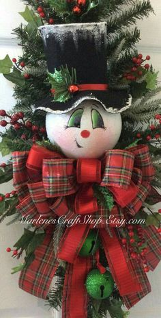 christmas.quenalbertini2: Snowman Wreath | by Marlenes Craft Shop on Etsy