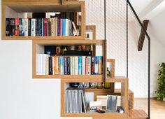 Treppenhaus aus Holz mit Stauraum                                                                                                                                                                                 Mehr