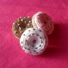 Free mini doughnut crochet pattern.  Looking for crochet food patterns for Vi's mini kitchen.